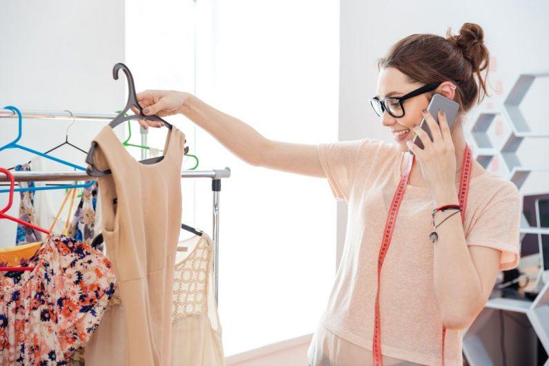 Zwiewne sukienki maxi – będą rządzić w nadchodzących miesiącach! Jak je nosić?